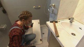 Décorez une salle de bain en bois et gris - Étape 3