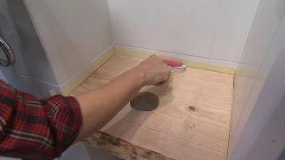 Décorez une salle de bain en bois et gris - étape 6