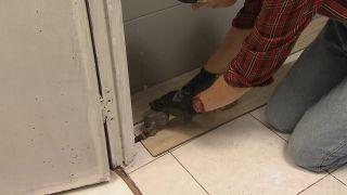 Décorez une salle de bain en bois et gris - Étape 4