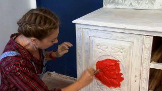 Nous avons peint un très vieux meuble, en rouge!  - Étape 3