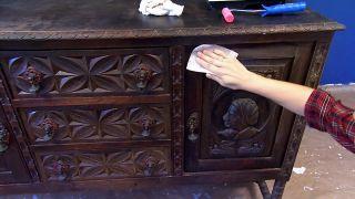 Nous avons peint un très vieux meuble, en rouge!  - Étape 1