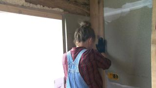 Nous transformons une pièce mansardée vide en une cuisine de campagne en bois - Étape 2