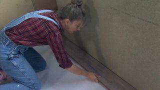 Nous transformons une pièce mansardée vide en une cuisine de campagne en bois - Étape 1