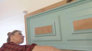 Chambre de style méditerranéen avec tête de lit à disque en bois - Étape 8