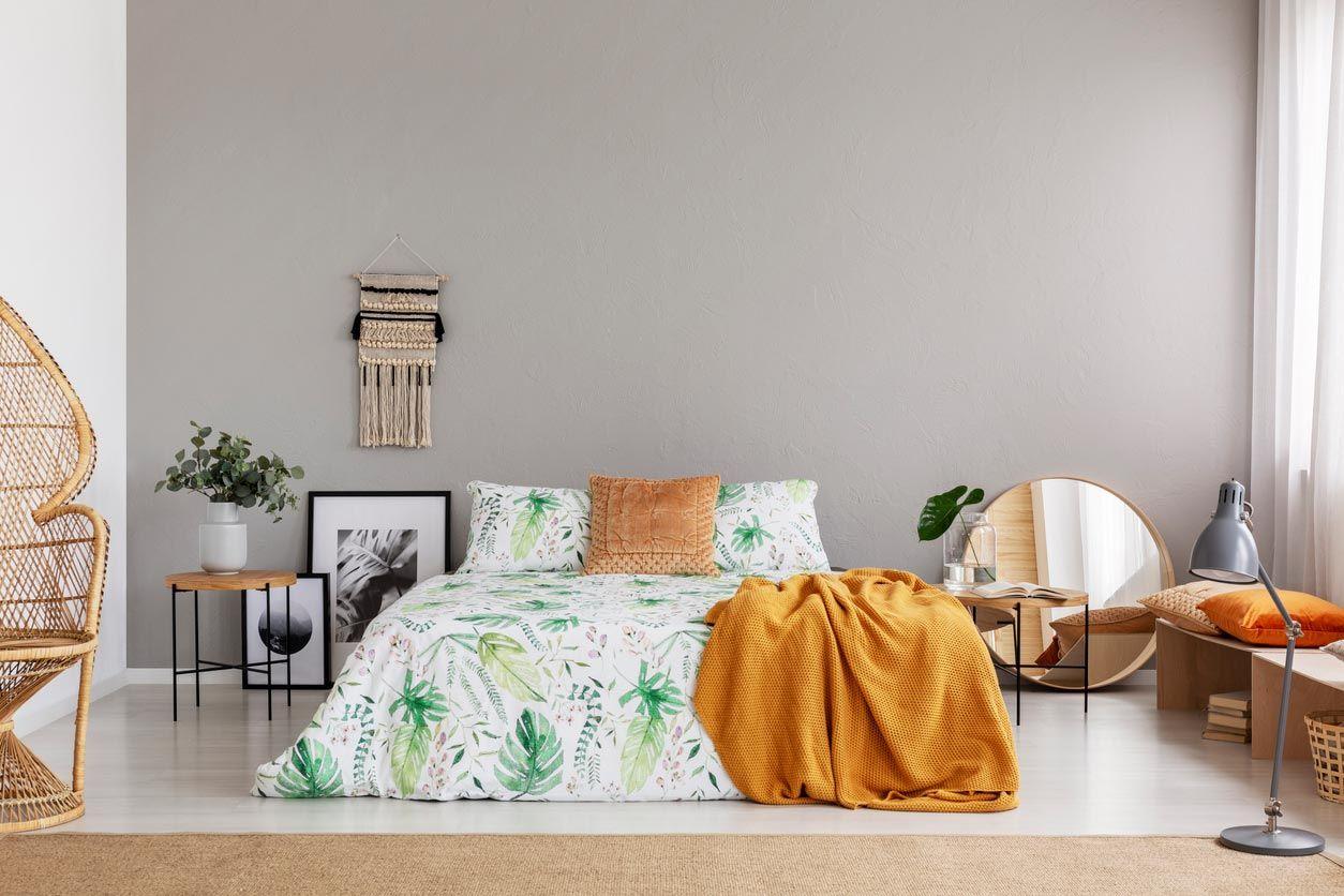 Les couvre-lits et couettes imprimés avec la côte d'Adam sont un must.