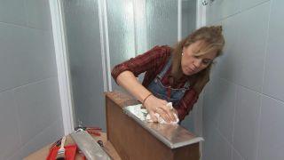 Décorez une petite et simple salle de bain avec un mobilier très original - Étape 7