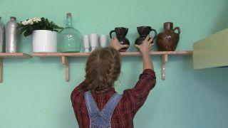 Salle à manger verte et chaleureuse avec cheminée - Étape 9