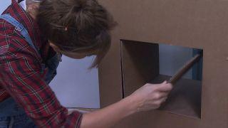 Décorez une petite salle avec des meubles en carton - Étape 9