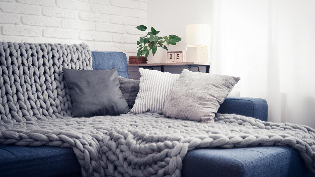 Des couvertures pour un salon plus cosy