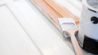 Comment peindre un meuble en bois