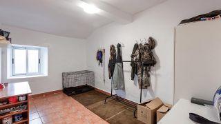 Chambre de style méditerranéen avec tête de lit à disque en bois - Avant