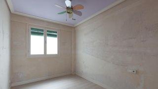 Chambre-denfants-avec-tete-de-lit-branche-et-details-dores.jpg