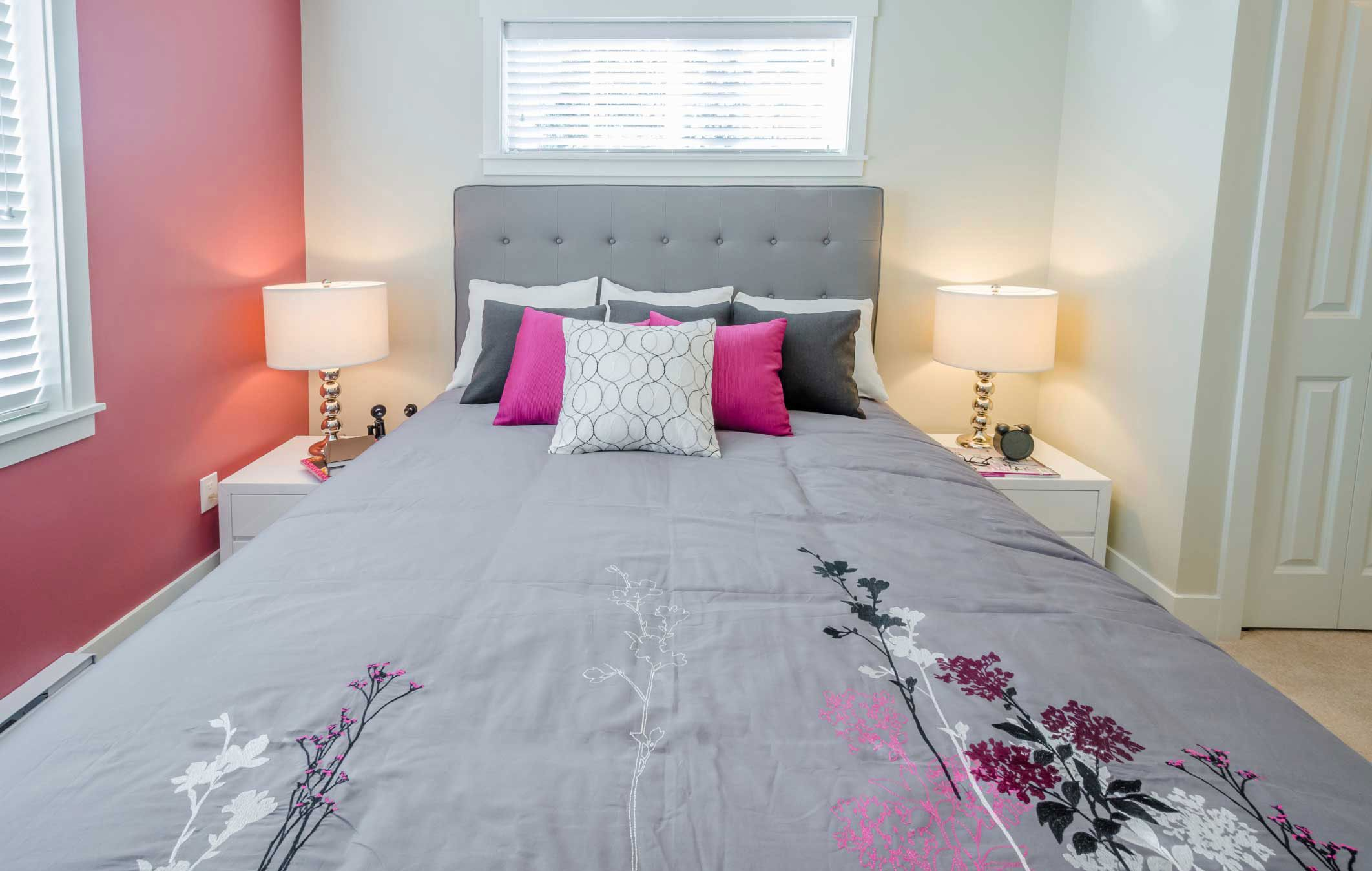 Chambre girly en rose, gris et blanc