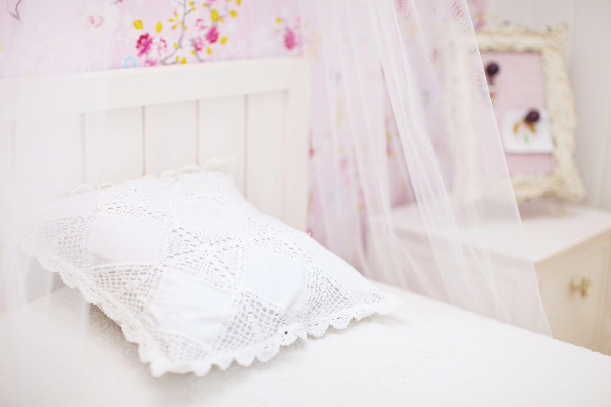 Chambre jeunesse simple et féminine
