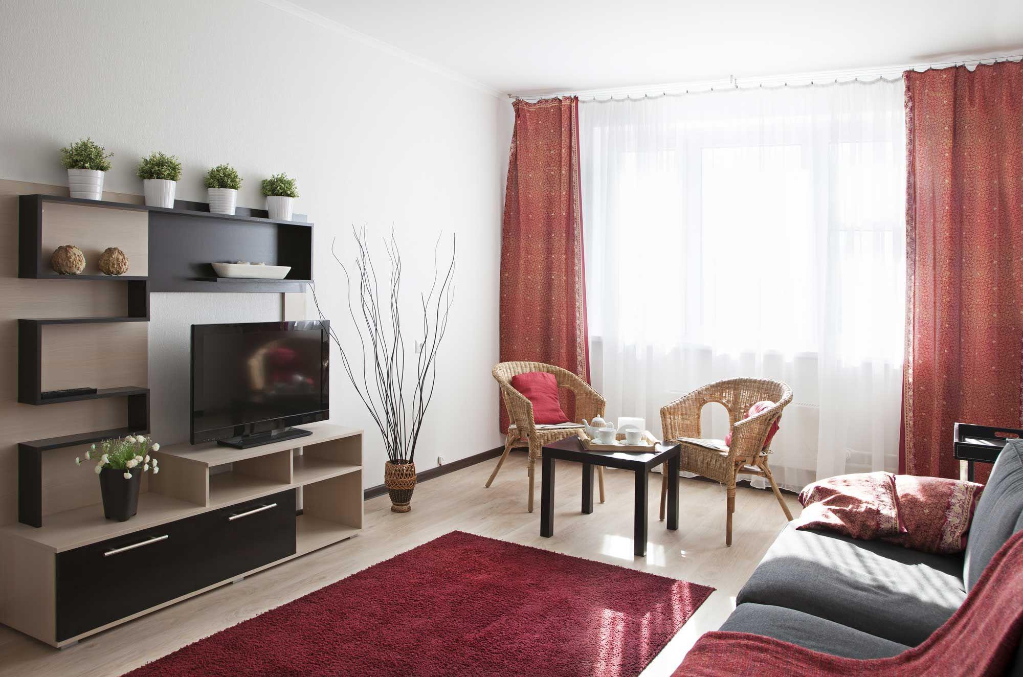 Chambre rouge, grise et beige