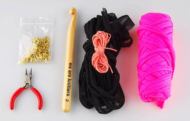 col en tricot de fil de t-shirt et de coton avec des chaînes - matériaux