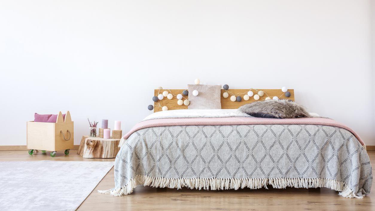 Têtes de lit avec guirlandes lumineuses