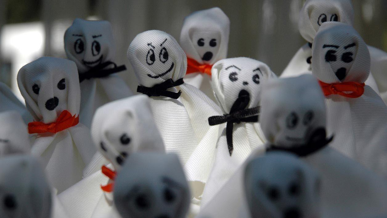 Comment faire un fantôme de tissu pour décorer pour Halloween