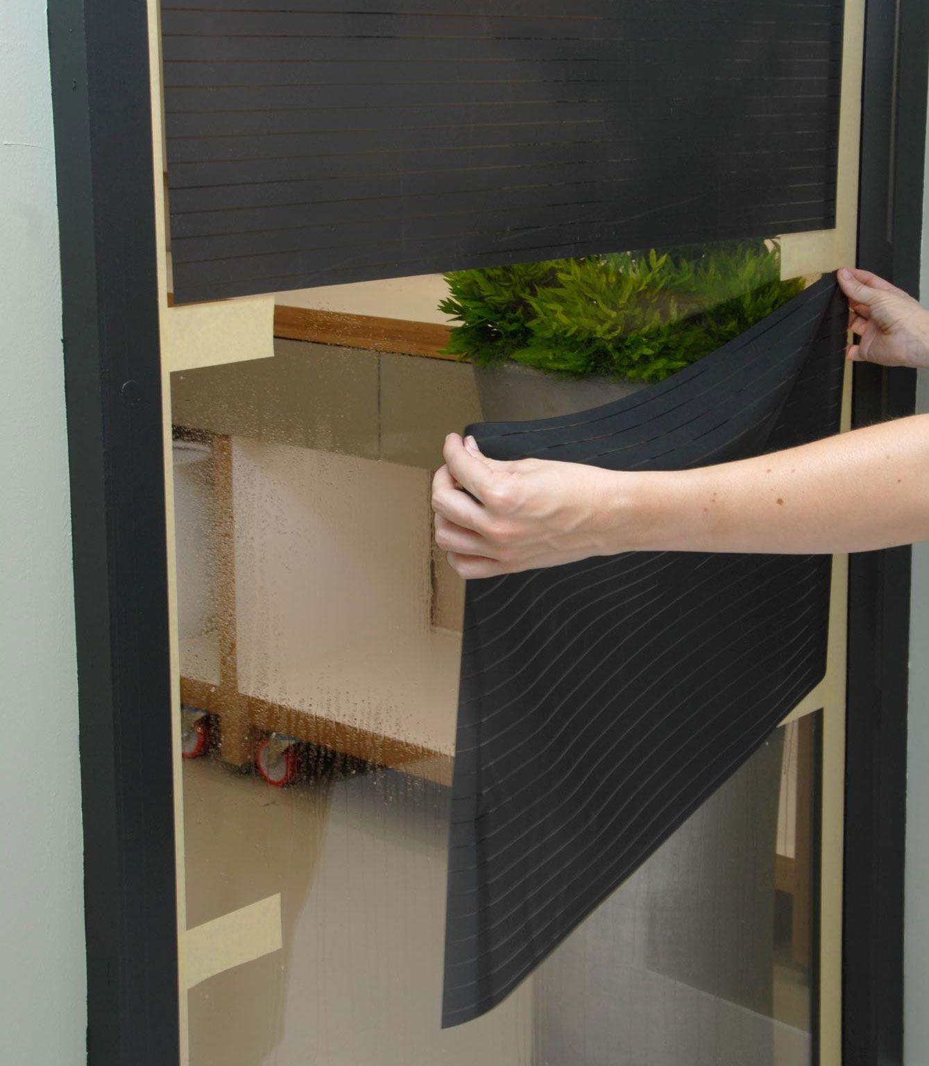 Comment placer du vinyle ou une feuille adhésive sur du verre