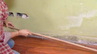 Couvrir le sol et le mur avec des lattes de chêne - étape 1