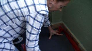 Comment recouvrir un sol carrelé avec des planches imperméables - Étape 1