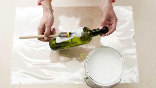 Étape par étape pour décorer des bouteilles à utiliser comme vases - Étape 1