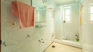Décorez une petite et simple salle de bain avec un meuble très original, et sans travaux!  - Avant