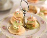 Décorez la table de desserts de mariage dans des tons pastel