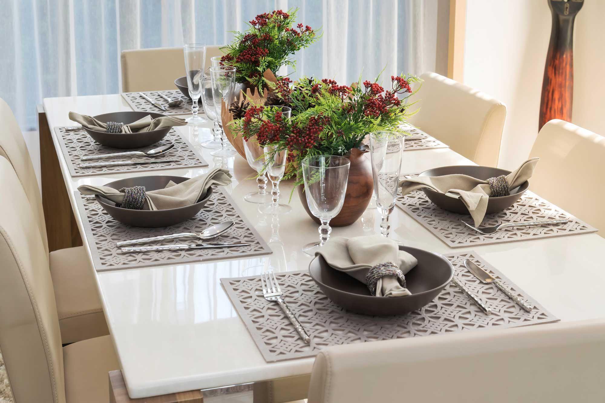 Décorez une table élégante et simple