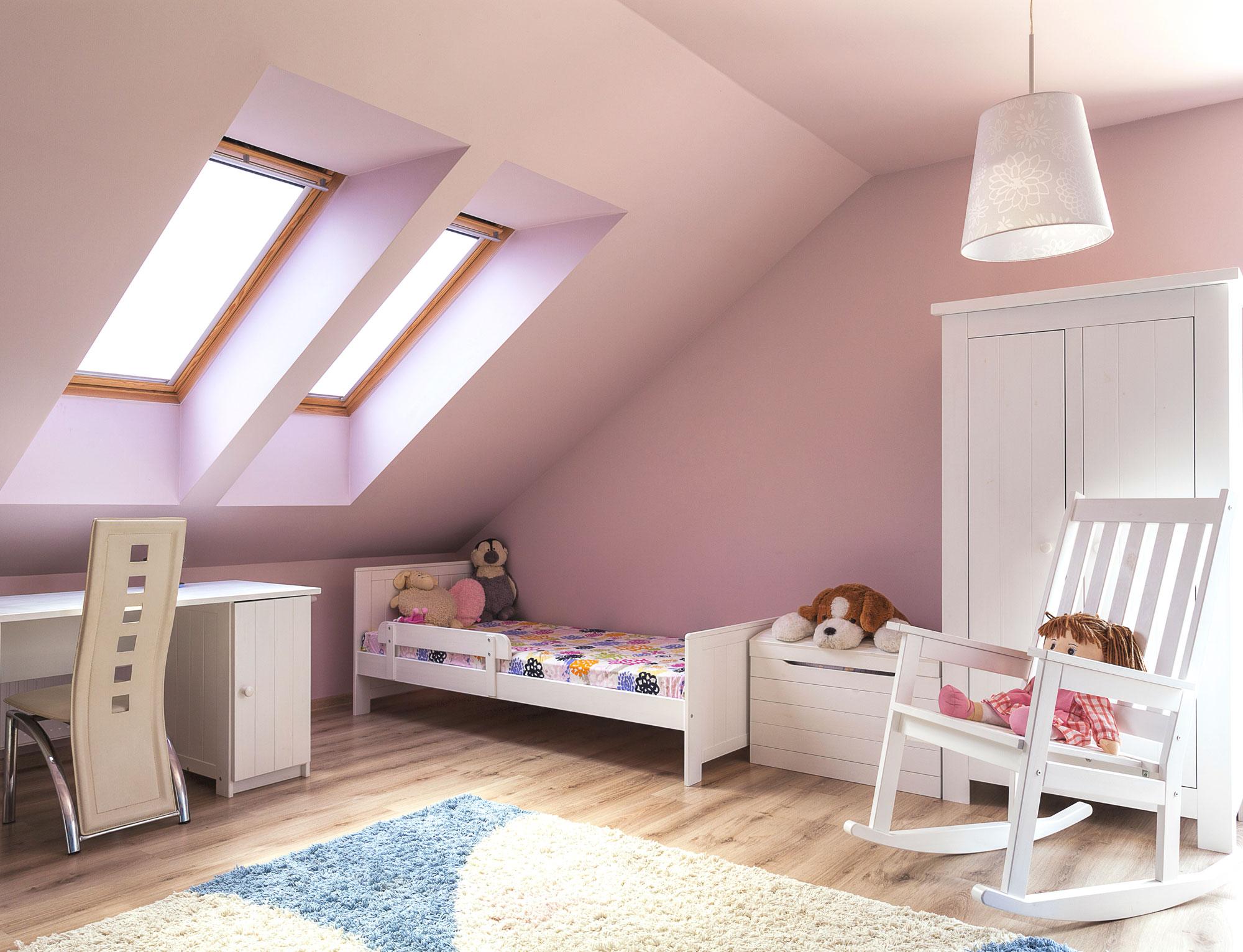 éclairage naturel et artificiel dans la chambre des enfants