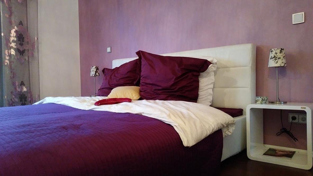 Décorez les petites chambres avec des couleurs sombres