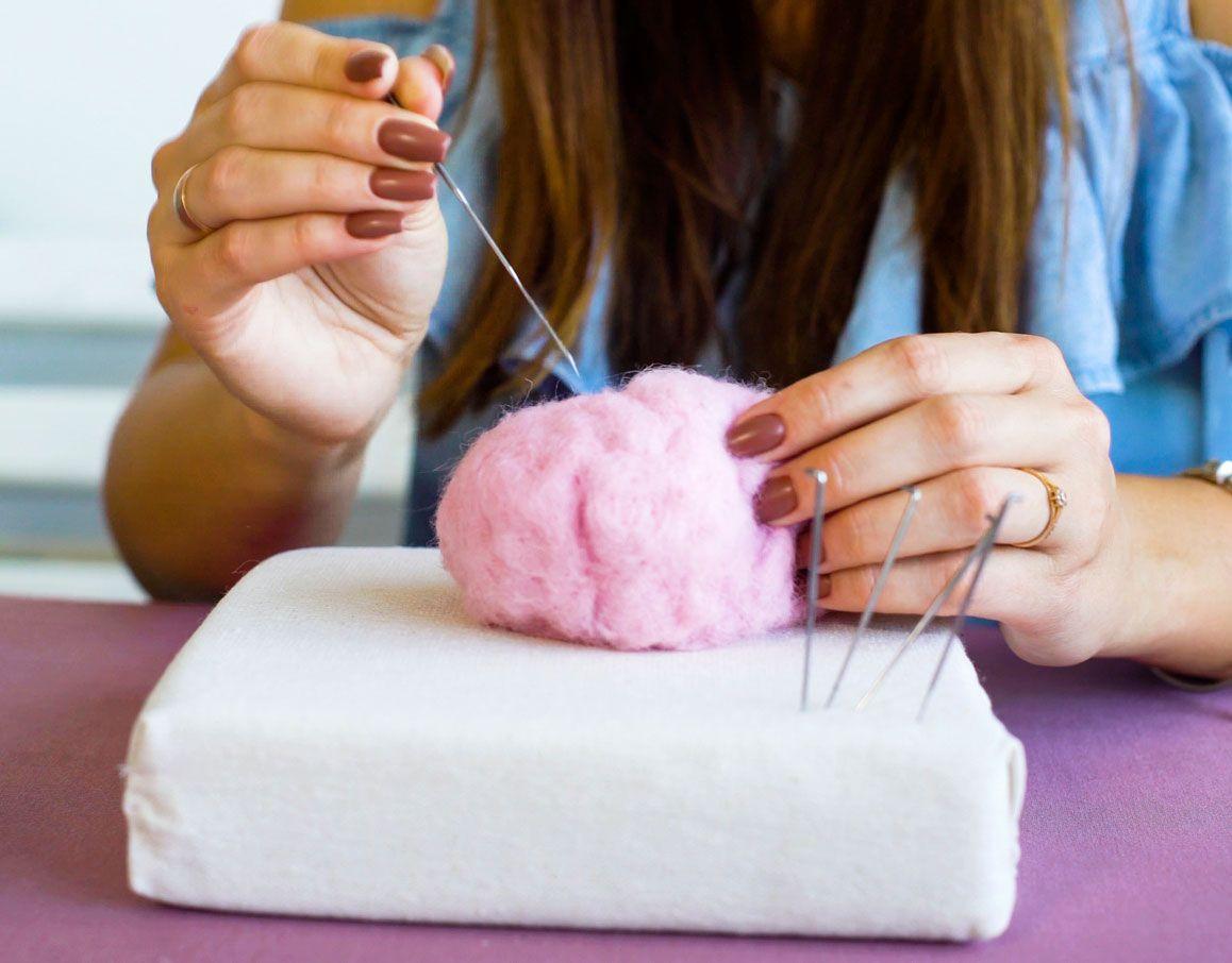 Cochon en laine feutrée, étape 1
