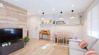Décorer le salon avec cuisine ouverte en bois
