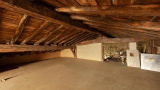 Nous transformons une pièce mansardée vide en une cuisine de campagne en bois - Avant