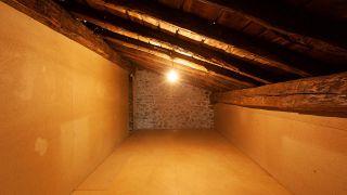 Nous-transformons-un-grenier-vide-en-une-chambre-boheme-et.jpg