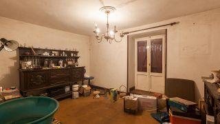 Nous transformons une salle de stockage en une pièce de style alternatif avec des meubles recyclés - Avant