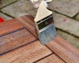 Protéger et décorer la table en bois extérieure - Comment appliquer la teinture