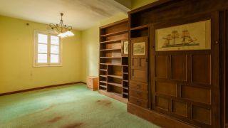 Transformez un salon brisé en une pièce lumineuse et vide - Avant