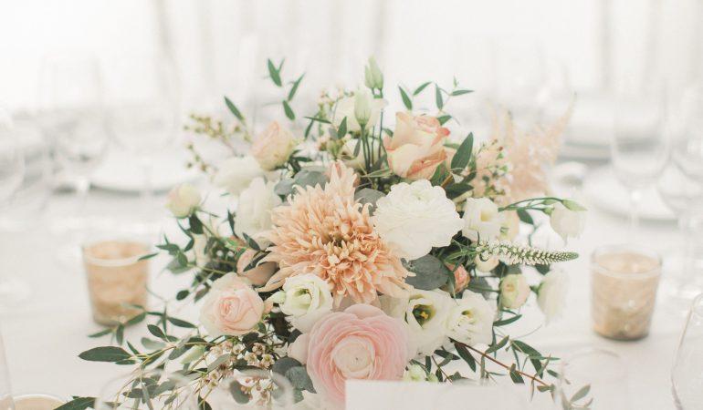 centre-de-table-floral-pour-le-diner-de-fiancailles