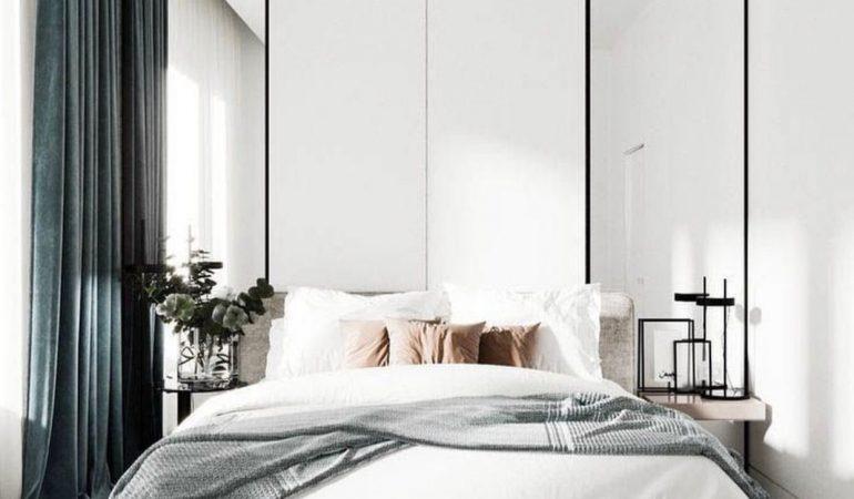 chambre-elegante-et-simple-avec-miroirs