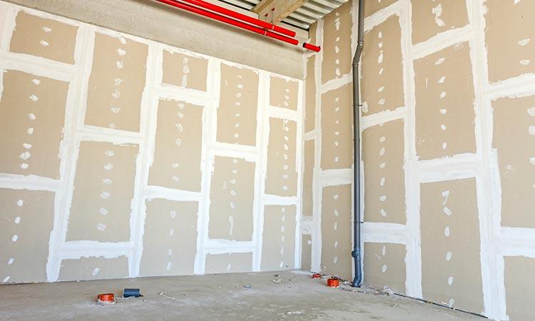 comment-peindre-un-plafond-en-plaques-de-platre