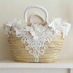 decoration-avec-des-sacs-en-osier