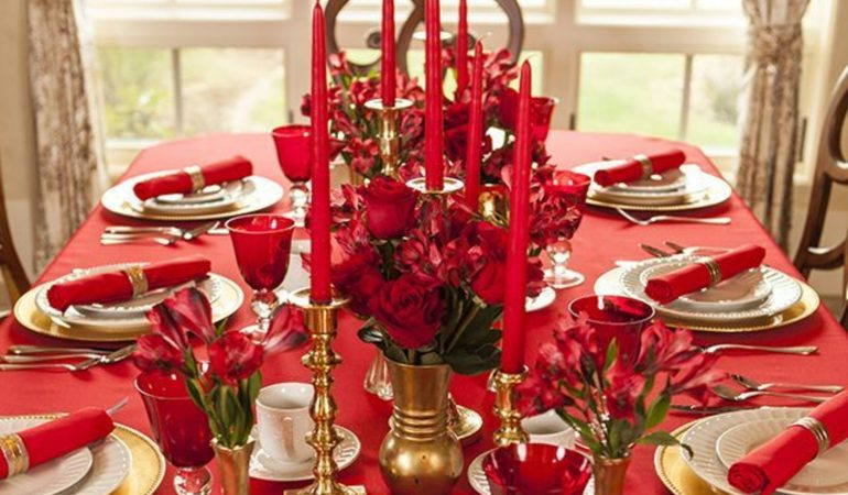 decorez-la-table-de-noel-en-blanc-rouge-et-or