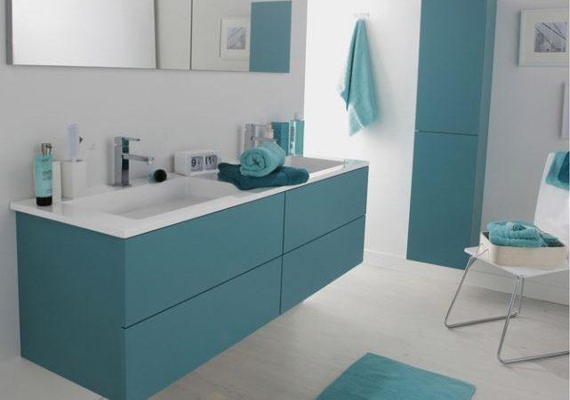 decorez-une-grande-salle-de-bain-en-gris-bleuatre