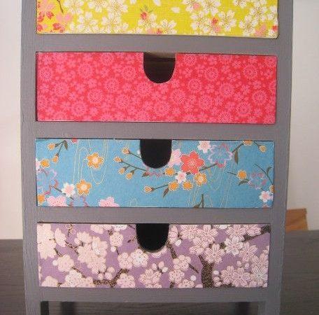 decorez-une-petite-salle-avec-des-meubles-en-carton