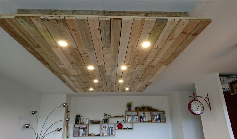 luminaire-faux-plafond-en-bois