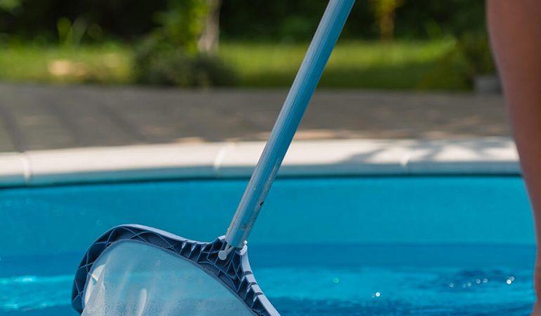 nettoyage-de-la-piscine-bricomania
