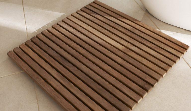 proteger-le-tapis-de-douche-en-bois