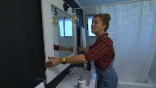 Salle de bain noire et blanche élégante et lumineuse sans travaux étape 12