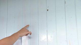 Couvrir les stries, les trous et les imperfections dans le bois avec une peinture mal couvrante étape 1